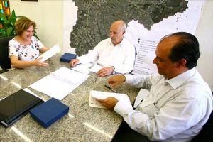 Assinatura do convênio: mais um Centro de Referência para a comunidade. Foto: Roberto Mourão/PM
