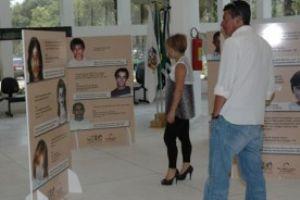 Mostra reúne 34 fotos de crianças desaparecidas na Grande São Paulo. Foto: Divulgação