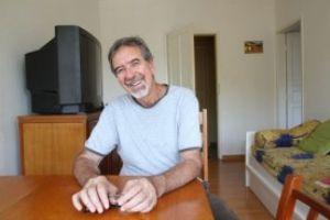 Para Luiz Carlos Baraldi, morar sozinho é o melhor jeito de se viver. Foto: Amanda Perobelli