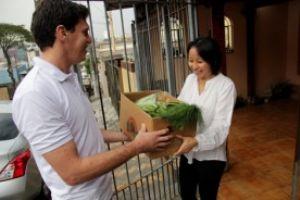 A nutricionista Gabriela Matsuda já tem o hábito de consumo pelos produtos e recebe a cesta com os itens em casa. Foto: Adonis Guerra