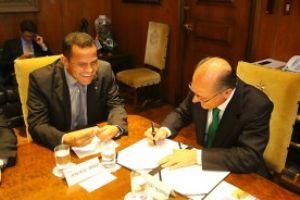 Donisete Braga durante encontro com o governador do Estado no Palácio dos Bandeirantes em São Paulo. Foto: Divulgação/Roberto Mourão