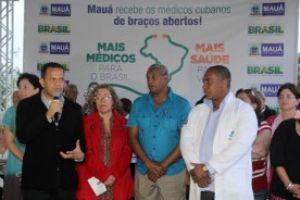 Médicos cubanos foram recepcionados na Prefeitura de Mauá na noite desta quinta-feira. Foto: Rodrigo Pinto