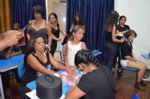 Curso de cabeleireira foi uma das atividades que reuniu cinco mil pessoas no Cora Comunidade  Crédito: Antonio Gil/PMM