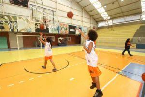 Clínica de basquete será aberta a crianças e jovens (meninos e meninas) entre 7 e 15 anos de idade. Crédito: Roberto Mourão/PMM