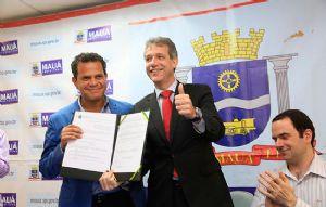 O termo para a instalação da faculdade foi assinado em setembro de 2014 pelo ministro Arthur Chioro e o prefeito Donisete Braga. Crédito: Roberto Mourão