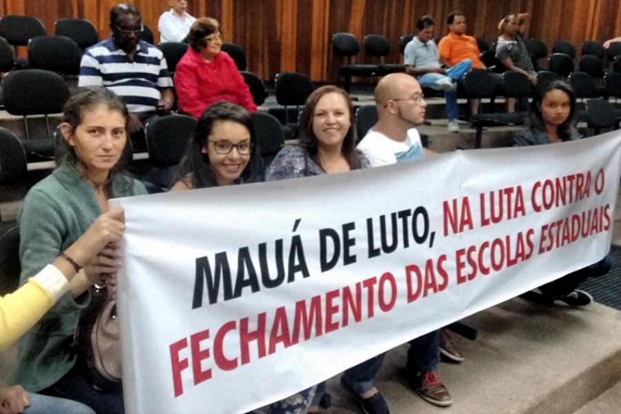 Mães, familiares e alunas da Escola Estadual Maria Aparecida Damo Ferreira protestaram na Câmara de Mauá. Foto: Divulgação