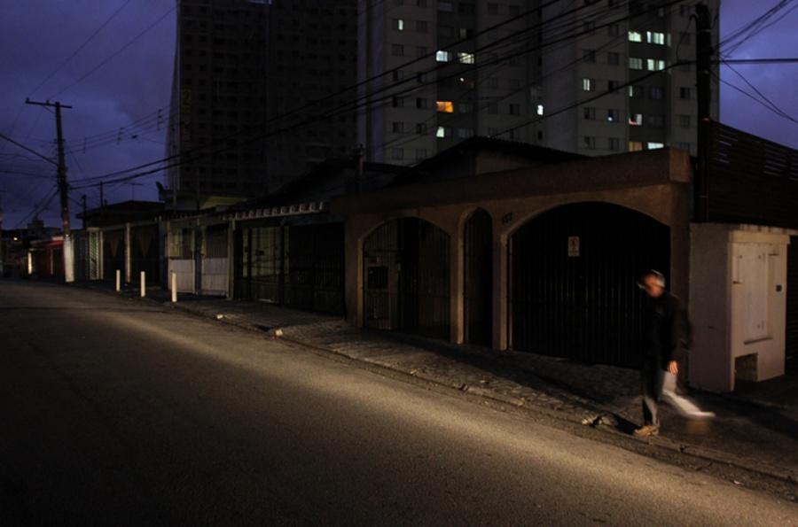 Rua Maria Cecília, no Jardim Independência, ficou sem luz devido ao furto de cabos. Foto: Rodrigo Pinto