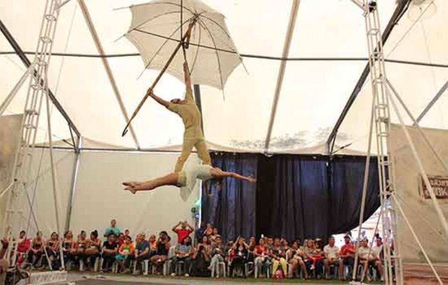 Oficina de circo é uma das práticas mais procuradas