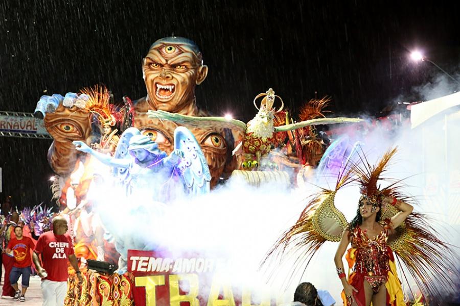 Depois de quatro anos sem carnaval, Mauá realizou desfile das escolas de samba em 2015, mas o evento não se repetirá neste ano. Foto: Amanda Perobelli