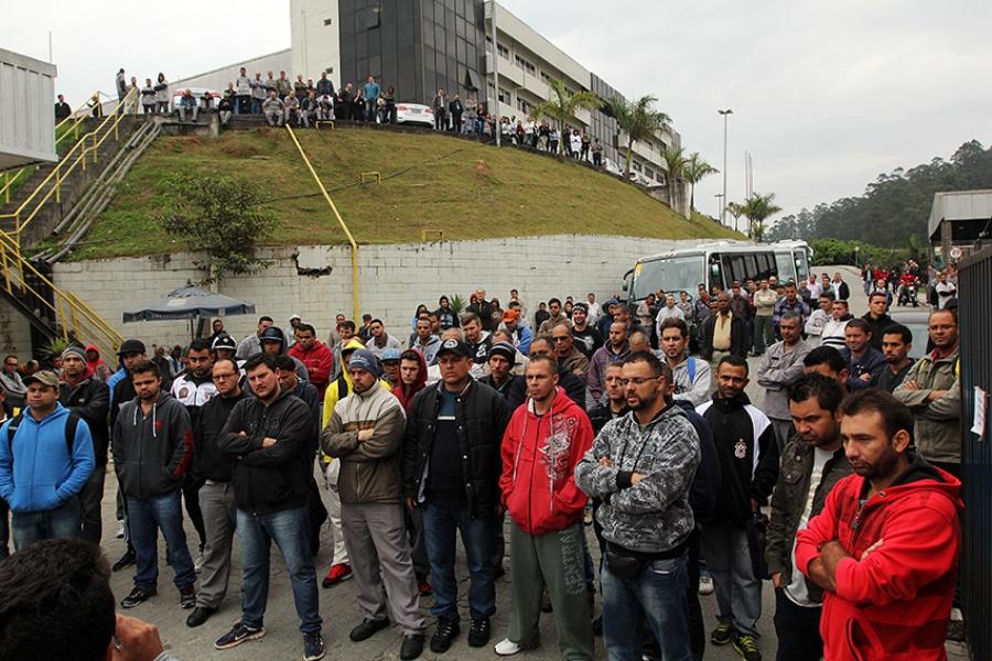 Os trabalhadores realizam ato nessa quarta em protesto contra a decisão da Volkswagen. Foto: Rodrigo Pinto
