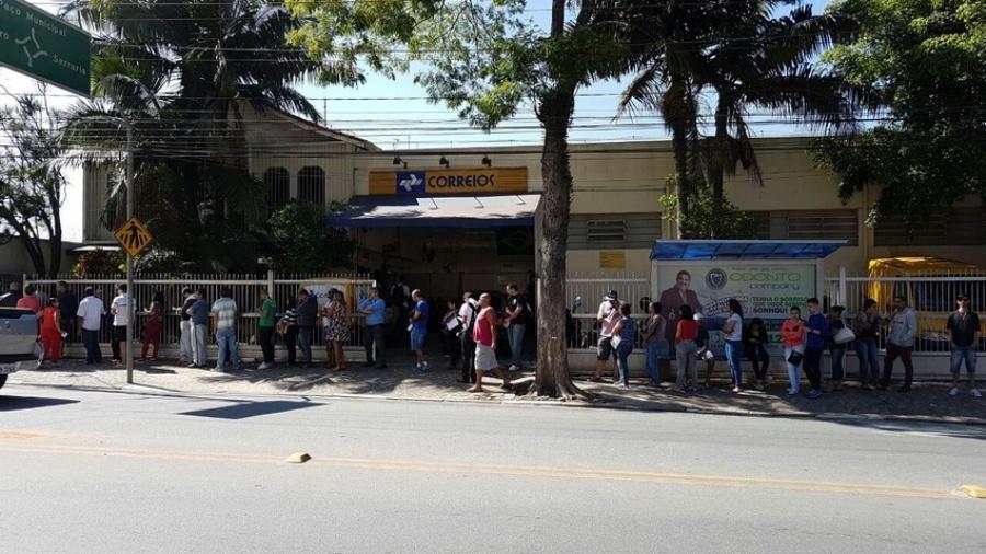 Central dos Correios em Diadema registrou fila de espera de mais de uma hora no último sábado (08/10). Foto: Leitor Eder Martins