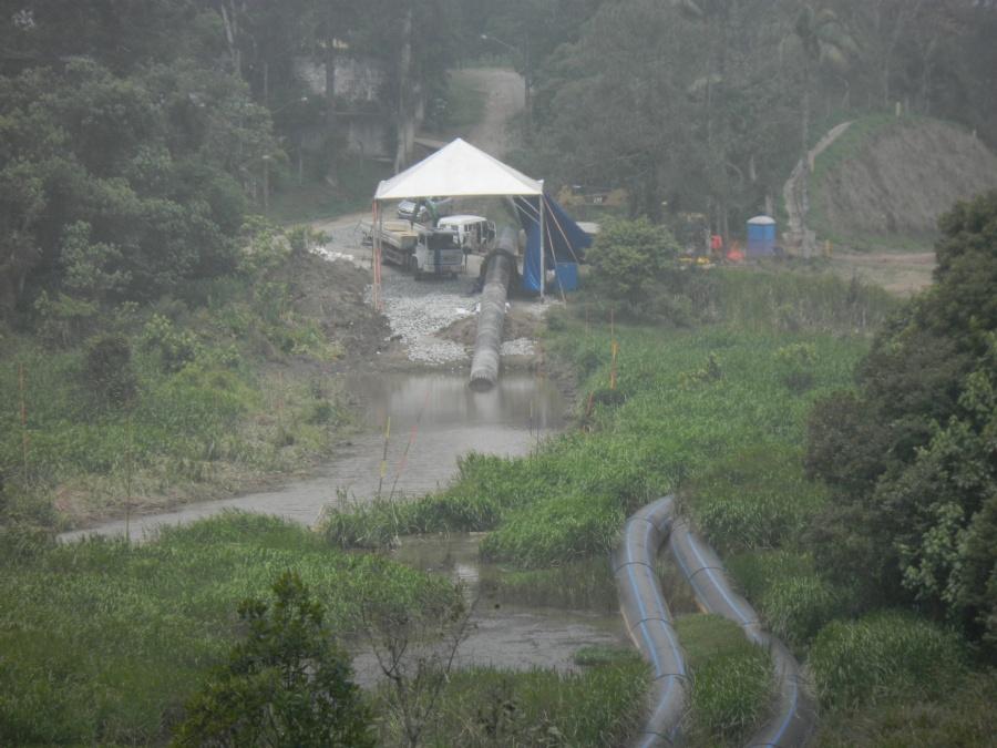Transferência da adutora Rio Grande-Taiaçupeba teve início em setembro e atinge ribeirão da Estiva. Foto: Divulgação