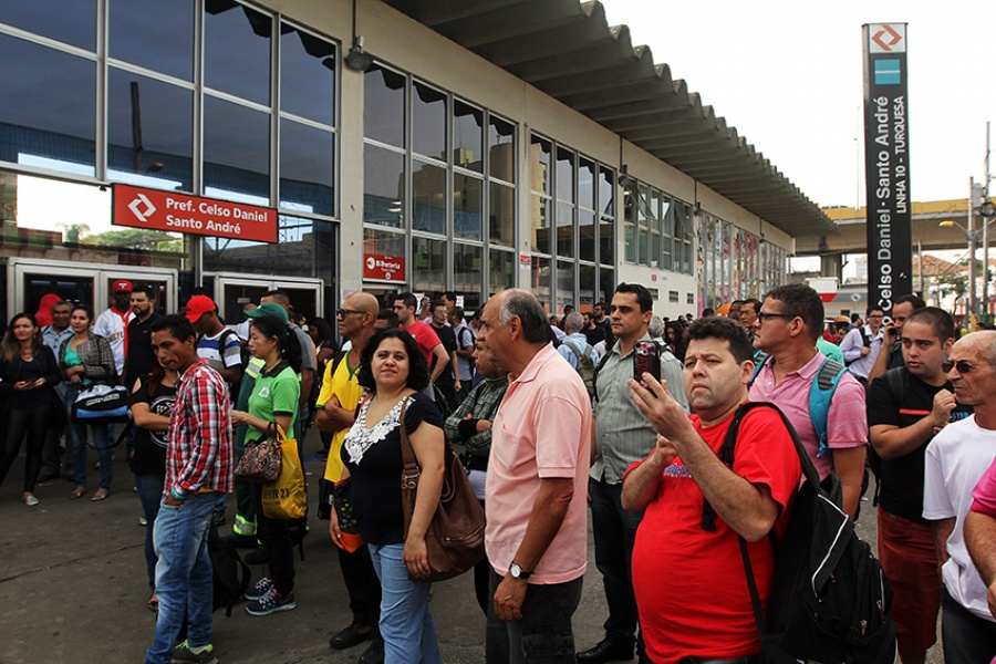 Paralisação tem adesão de 100% dos trabalhadores na linha 10-Turquesa. Foto: Rodrigo Pinto