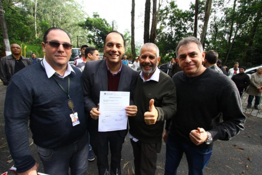 Prefeito Atila e presidente da Câmara, vereador Admir Jacomussi, participam de cerimônia da assinatura da revitalização do Parque da Gruta Santa Luzia. Crédito: Roberto Mourão/PMM
