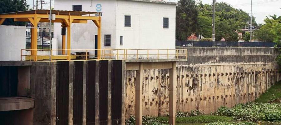Embora relatório técnico aponte limpeza em dia, reservatórios visitados pela equipe do Diário estão sujos. Foto: Denis Maciel/DGABC