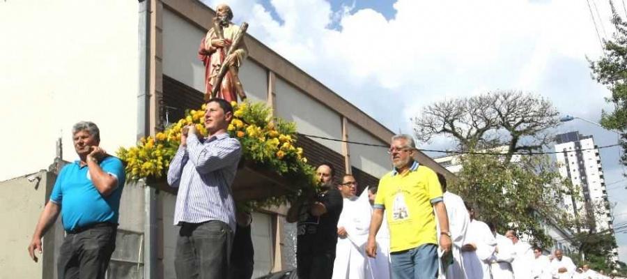 Diocese aposta em ações de aproximação, como visitas em áreas carentes da região e acolhimento. Foto: Celso Luiz/DGABC