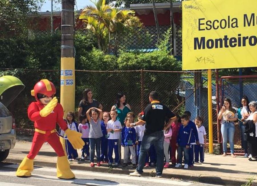Mister Mão irá percorrer diversas escolas da cidade ao longo da semana. Foto: Vago