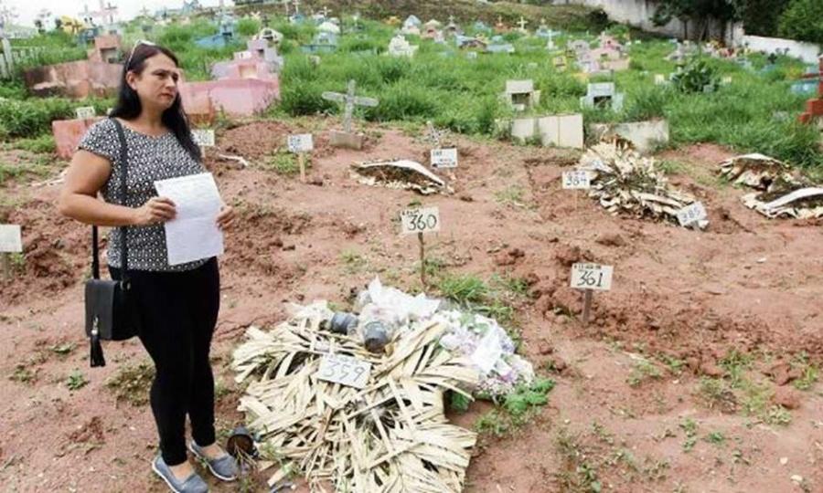 Necessidade de abertura de espaço provoca exumação de restos mortais antes da data marcada. Foto: Nário Barbosa/DGABC