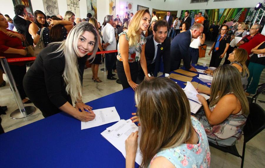 A pedido do prefeito Atila Jacomussi, primeira-dama Andreia Rios esteve em solenidade no Palácio dos Bandeirantes. Crédito: Roberto Mourão - PMM