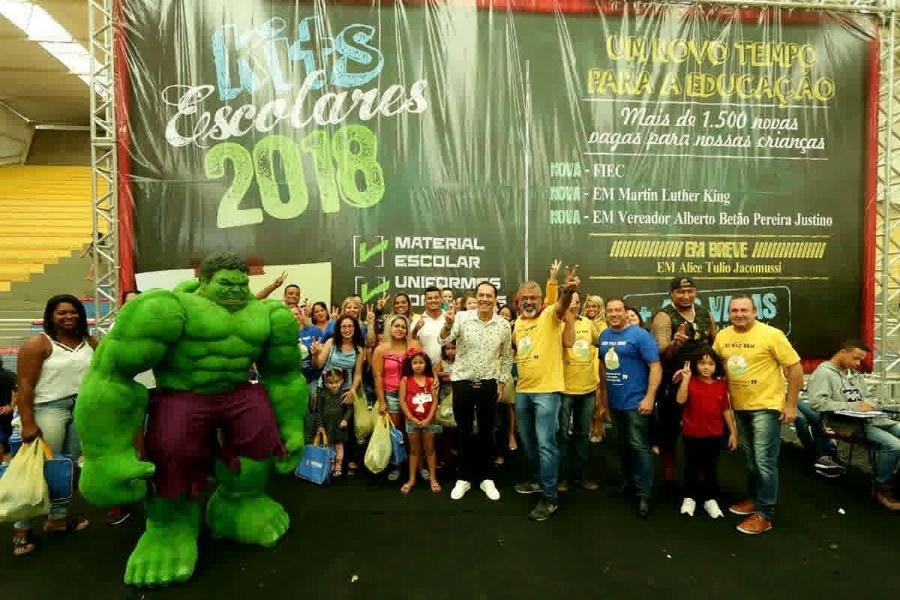 Cerca de 20 mil alunos da rede municipal de Educação recebem kits completos. Foto: Caio Arruda/PMM