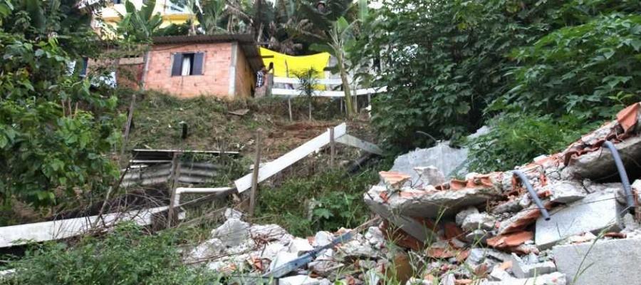 Moradores de área onde deslizamento matou garoto de 10 anos, em Mauá, aguardam melhorias. Foto: Denis Maciel/DGABC