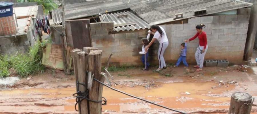 Área privada, no Jardim Taquarussu, concentra 830 famílias; estrutura de vida é precária, sem saneamento e com ligações clandestinas de água e luz. Foto: Claudinei Plaza/DGABC