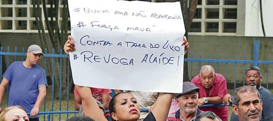 Sessão foi marcada por protestos de munícipes contra o tributo. Foto: Daniel Costa/Mauá Agora/Divulgação