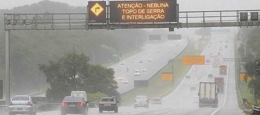 Fenômeno climático é típico desta época e obriga condutor a dirigir com mais cuidado. Foto: Denis Maciel/DGABC