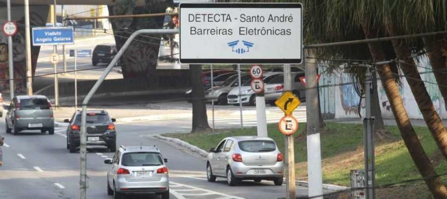 Apenas três cidades têm câmeras integradas ao banco de dados da PM; especialistas criticam. Foto: Celso Luiz/DGABC