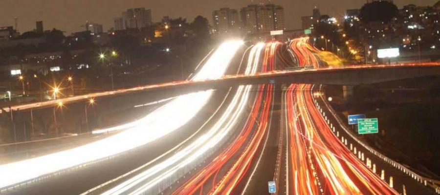 Ação do município exige da Ecovias restabelecimento dos postes retirados na rodovia, conforme mostrado ontem pelo Diário. Foto: Celso Luiz/DGABC